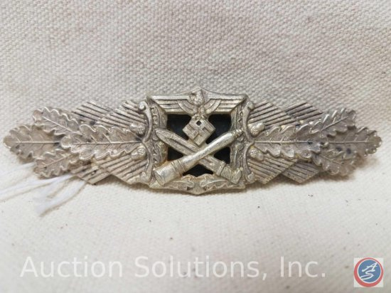 German World War II Army Silver Close Combat Clasp. The reverse side is maker marked 'F & B L '. Has