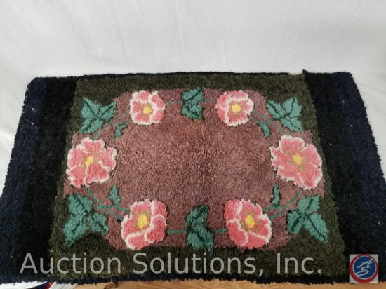 "Floral accent rug (45"" x 26"")"