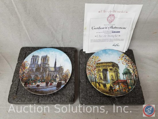 "Collector plate ""La Cathedrale Notre Dame"" #FT 033 with styrofoam container, Collector plate ""L'Arc"