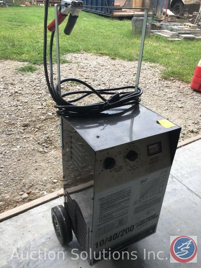 Model SE4020 Shumacher Electric Co 10/40/200 Amp Fast Charger Starter Charger
