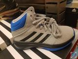 Adidas Youth Size 10.5 Basketball Shoes Isolation 2k