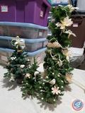Four Small Christmas Trees Decorated with Partridges and White Flowers in Tote