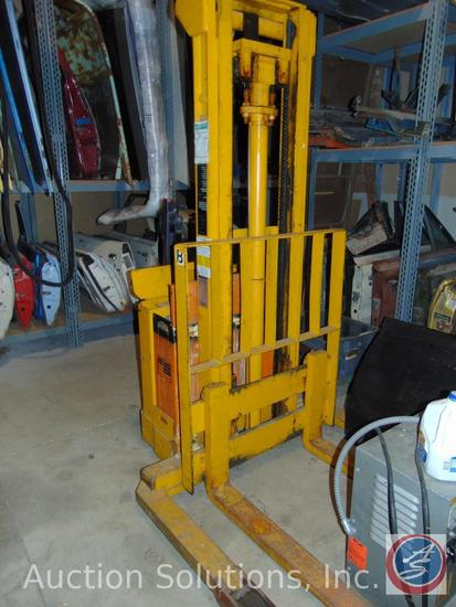 Prime Mover Model SN-30 3000 lbs walk-behind outrigger pallet lift with 124 inch mast. This lift