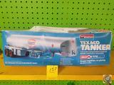 Monogram Texaco Tanker 1/32 Scale Snap Tite Model Kit in Original Packaging {{SOME DAMAGE TO