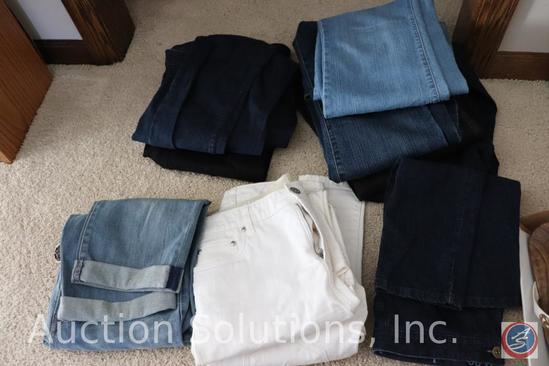 (20) Pair of Ladies Small Capris Sizes Small (4-6) - Some {{NEW}}