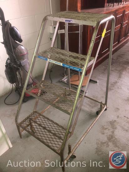 Short Rolling Warehouse Ladder