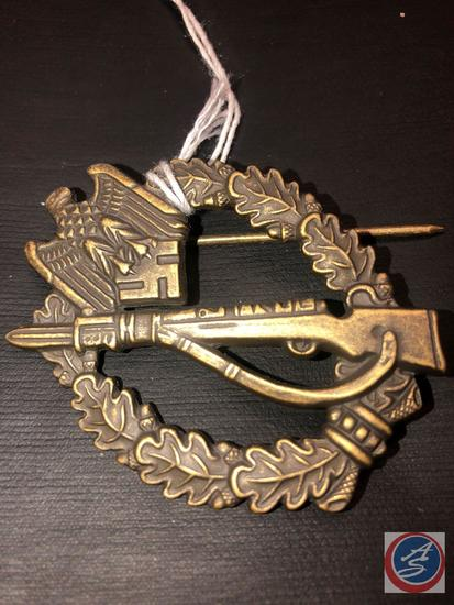 German WWII Army Bronze Infantry Assault Badge. The front shows a Mauser K-98 rifle in the center