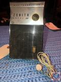 Vintage 1957 Zenith Royal 300 Transistor Radio
