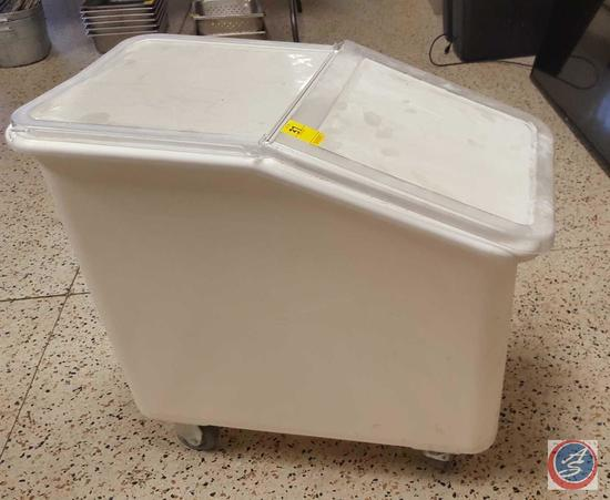 Cambro IBS20 Ingredient Container w/ Lid on Castors