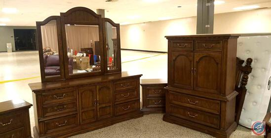 {{5x$BID}} 5-Piece Dixie Wood Bedroom Set Including: a Six-Drawer Vanity Dresser, Queen Size Bed w/