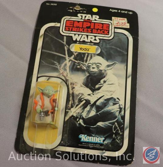 Yoda w/ Orange Snake Original Star Wars Action Figure - on Kenner Blister Pack Card