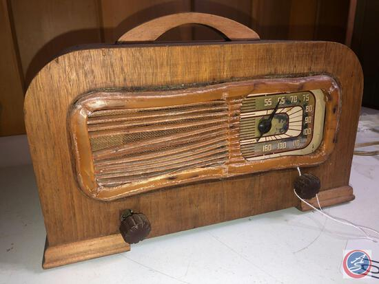 1942 Philco Vintage Portable Tube Radio Model No. 42-PT94