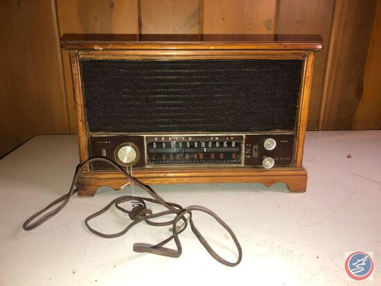 Zenith Vintage Portable Long Distance Tube Radio Model No. S-58040
