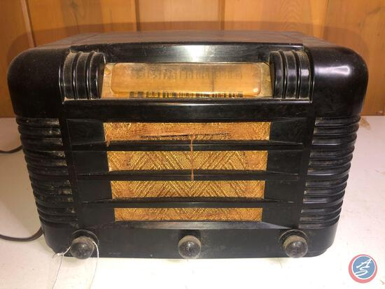 Vintage Broadcast Short Wave Radio [[NO MODEL NO. VISIBLE]]