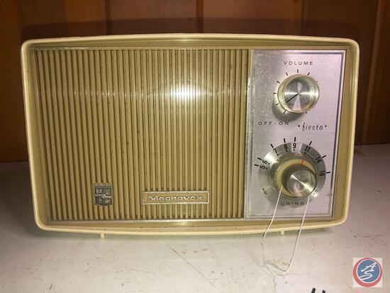 Vintage Magnavox Transistor Radio Model No. 3965951