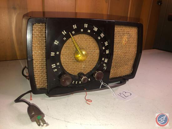 Vintage Zenith Portable Tube Radio Model No. S-17366