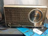 Zenith Vintage Automatic Frequency Control Radio Model No. X318A