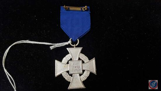 German WWII Political NSDAP 25 Year Faithful Service Cross. The front shows a black enameled