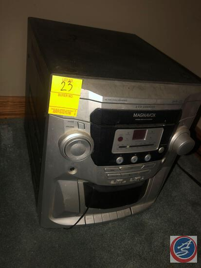 Magnavox 3-CD Changer Model No. MAS85/17 and (2) Speakers