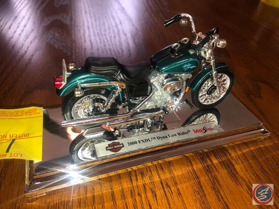 Maisto 1:18 Scale Die Cast Mounted Replica 2000 FXDL Harley Davidson Dyna Low Rider Motorcycle