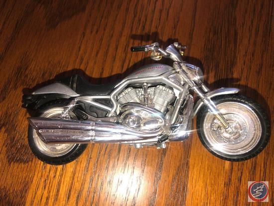 Maisto 1:18 Scale Die Cast Replica Un-Mounted Silver Harley Davidson