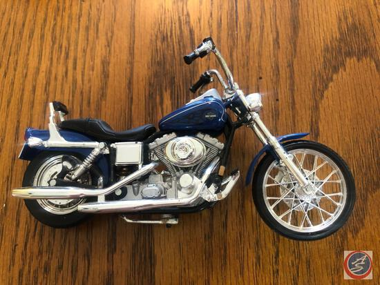 Maisto 1:18 Scale Die Cast Replica Un-Mounted Blue Harley Davidson Motorcycle