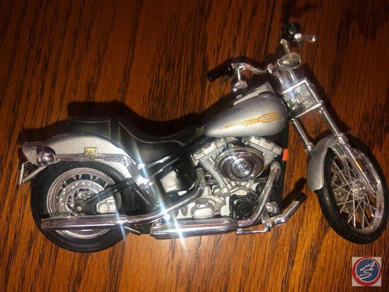 Maisto 1:18 Scale Die Cast Replica Un-Mounted Silver Harley Davidson Motorcycle