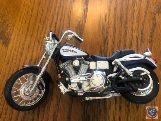 Maisto 1:18 Scale Die Cast Replica Un-Mounted Purple, White and Silver Harley Davidson Motorcylce