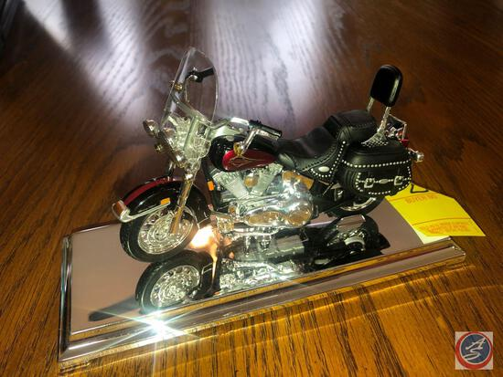 Maisto 1:18 Scale Die Cast Mounted Replica 2000 FLSTC Harley Davidson Heritage Softail Classic