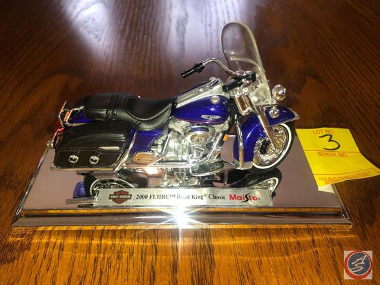 Maisto 1:18 Scale Die Cast Mounted Replica 2000 FLHRC Harley Davidson Road King Classic Motorcycle