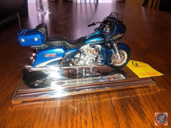 Maisto 1:18 Scale Die Cast Mounted Replica FLTRSEI2 Harley Davidson Screamin' Eagle Road Glide