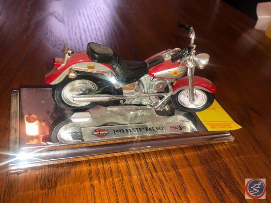 Maisto 1:18 Scale Die Cast Mounted Replica 1999 FLSTF Harley Davidson Fat Boy Marked 365/366