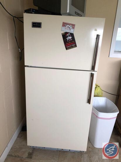 Hot Point Refrigerator w/ Freezer