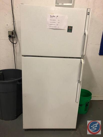 General Electric Refrigerator Model No TB18SIXPLWW w/ Freezer