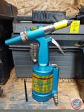 Central Pneumatic Air Hydraulic Riveter Item No. 93456
