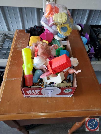 Small flat of random toys