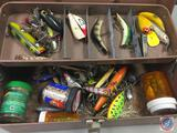 Metal single tray tacklebox w/contents included - Lures of various types, Hooks, Weights, and Floats