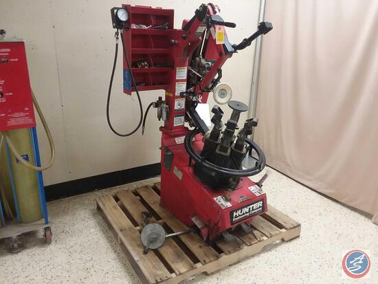 Hunter Engineering Rim Clamp Tire Changer Tulip Style Model No. TC3500 {{LOW MILES}}