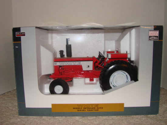 SPEC CAST COLLECTIBLES 1/16 WHITE 2270 TRACTOR - NIB
