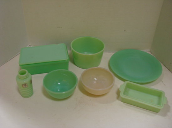 (7) MISC PIECES OF VINTAGE GREEN GLASS - FIRE KING AND OTHERS