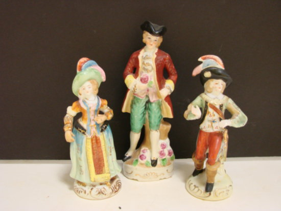 """PAIR OF 6.5"""" OCCUPIED JAPAN VICTORIAN FIGURINES & 8"""" COLONIAL FIGURINE"""
