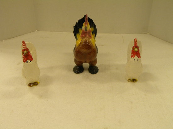 VINTAGE WHITE ROOSTER S&P SHAKERS AND COLORFUL FIGURINE