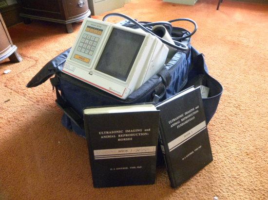 UNIVERSAL SDL-32 SHIMASONIC SONOGRAM MACHINE W/ CASE - APPROXIMATELY 15 YRS OLD - WORKS