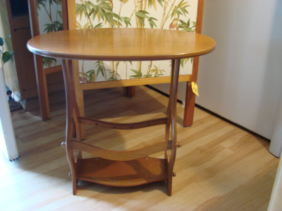 SMALL OVAL MODERN END TABLE
