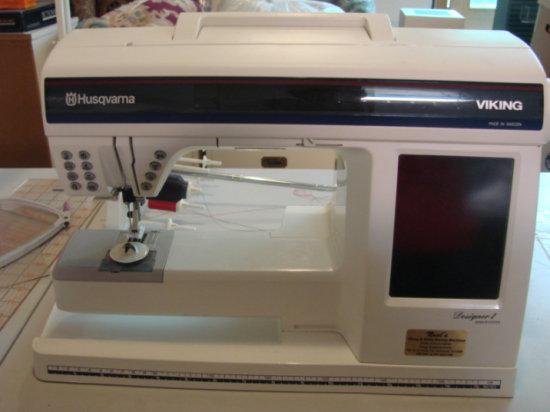 HUSQVARNA VIKING DESIGNER 1 SEWING MACHINE