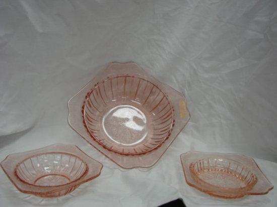PINK DEPRESSION GLASS SERVING BOWL W/ (2) SIDE BOWLS