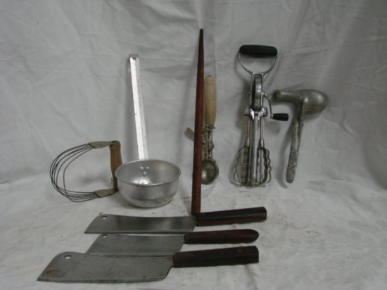 BULK LIT VINTAGE KITCHEN UTENSILS