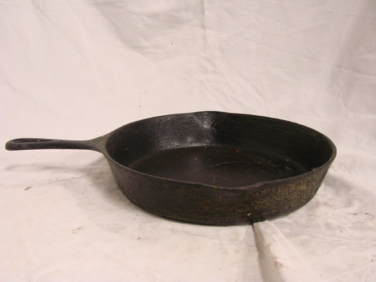 #8 GRIZWOLD CAST IRON SKILLET