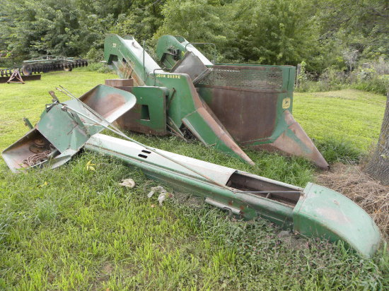 JOHN DEERE 237 MOUNTED 2 ROW CORN PICKER W/ M&W SUPER SNOOT