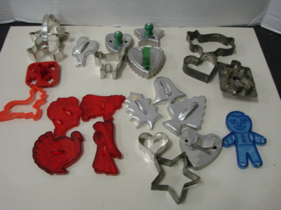 BULK LOT MISC. VINTAGE COOKIE CUTTERS
